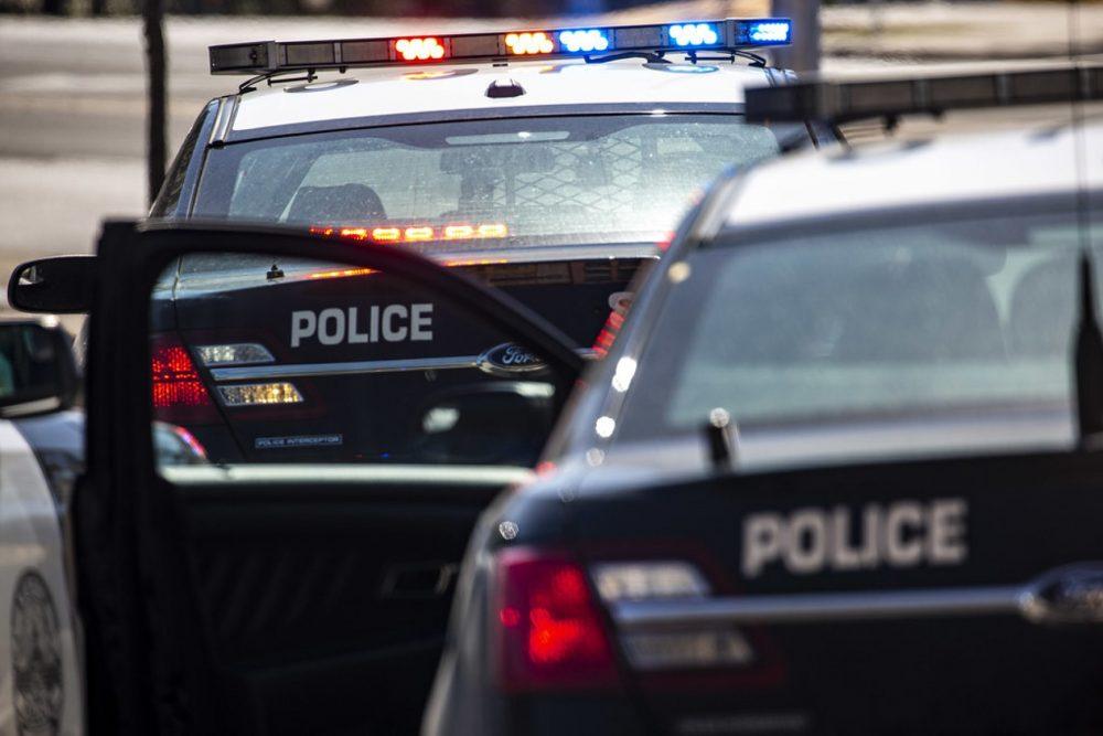 houston officer shot for parking