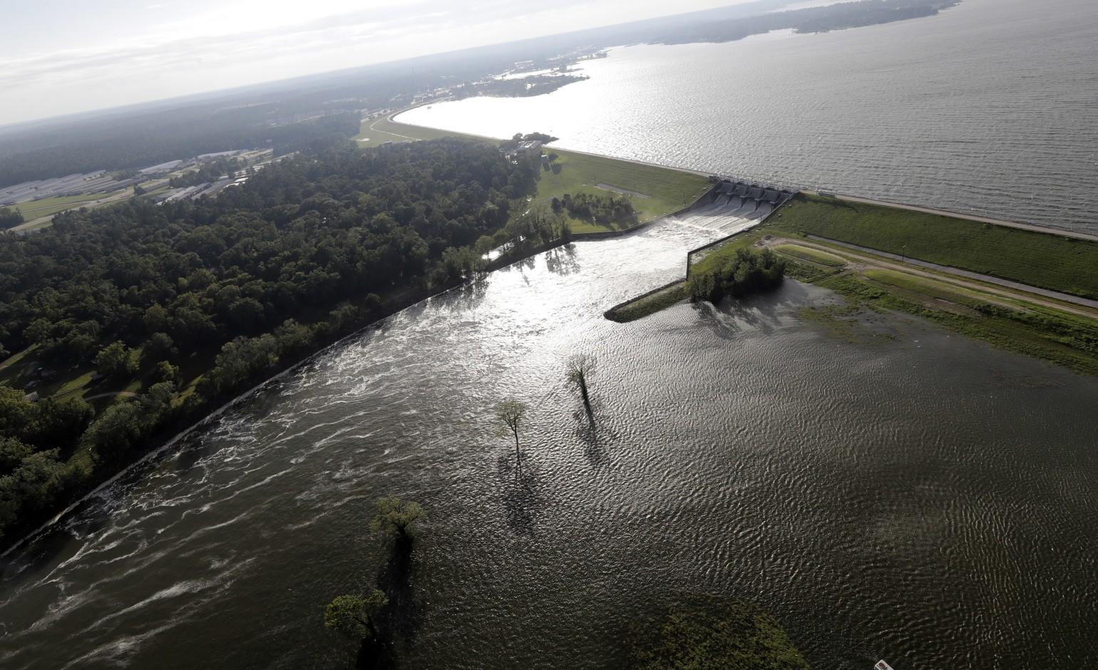 Party Boat Capsize On A Texas Lake Due To Bad Weather Leaves A Man Dead