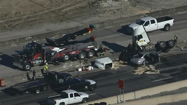 Southbound Roads on Gulf Freeway at Nasa Road Closed after 18-wheeler crash